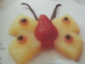 papillon d'ananas  dans décore a l'assiette dscf8802-300x224